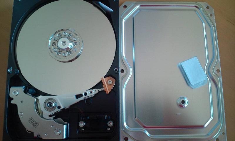 データ復旧を行うハードディスク